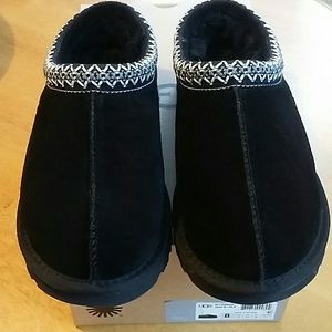 Ugg Slippers. NEW!!! SIZE 8. BLACK